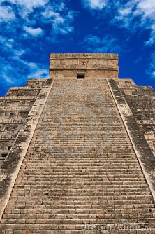 mayan-pyramid-chichen-itza-mexico-8973831 stairs-